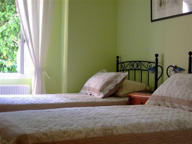 Double twin bedroom sleeps 2 in 2 beds