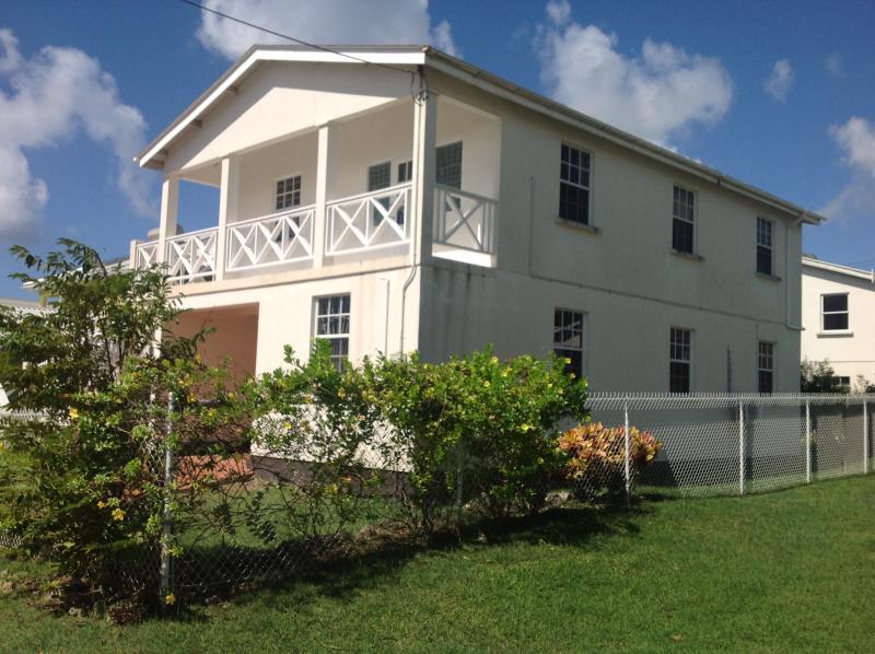 Heywoods Villa, downstairs apartment, 300 yards from almond beach resort,short walk to amazing beach