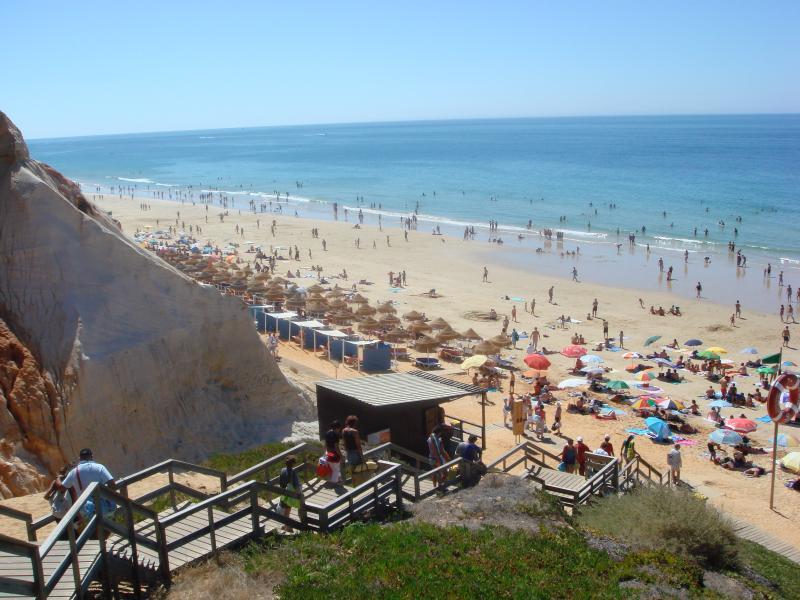 Escaleras que conducen a la playa