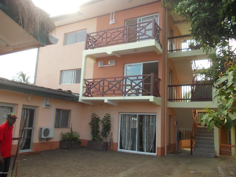Appartement 1 chambre 4 personnes ; Hotel  Gites de de Kribi, holiday rental in South Region