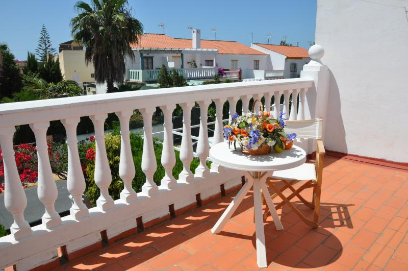 Casa Lea near the beach, swimming pool, WiFi, casa vacanza a Islantilla