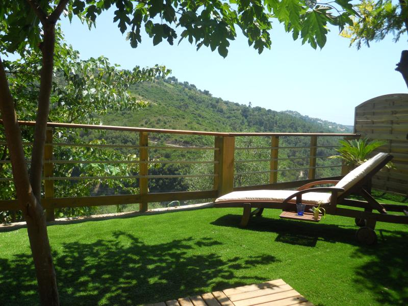 Terrasse and view on hills