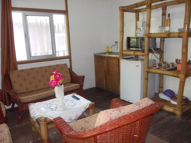 Les Chalets de Kribi 3 chambres, vacation rental in Cameroon