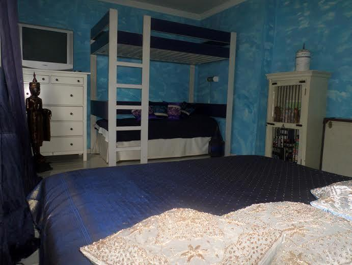 bedroom for two adults and 2 children
