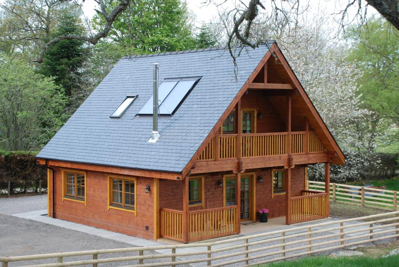 Holiday Log Cabin in Farr, Strathnairn, Inverness, vacation rental in Inverness