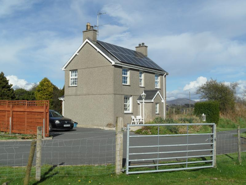 RHOS DDU Cottage a Traditional Welsh Cottage in peaceful countryside with views of Snowdonia
