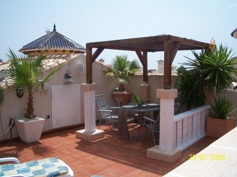 Private roof solarium with outside sound system