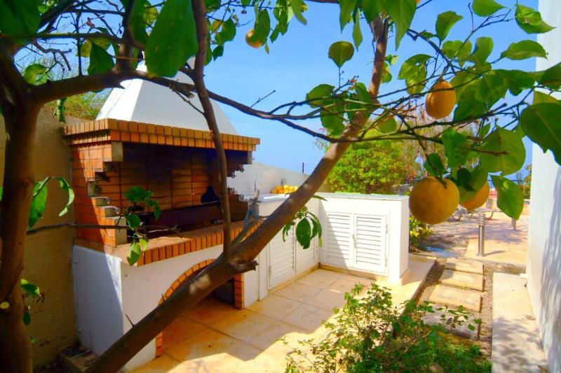 LUXURY VILLA.SEA VIEWS, PRIVATE POOL,WI-FI, BBQ,AC, holiday rental in Latchi