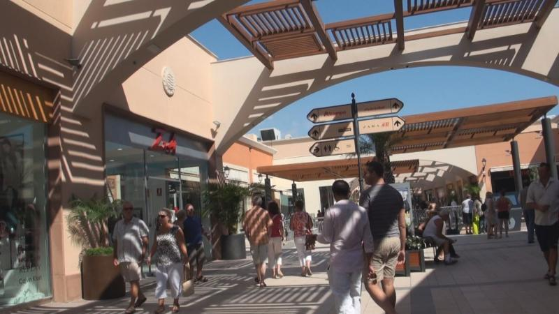 La Zenia mall, with the largest Primark in Europe, 5 min drive or 15 min walk away