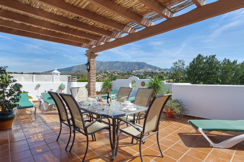 153 La Siesta Top Floor with Private Roof terrace, vacation rental in Mijas Pueblo