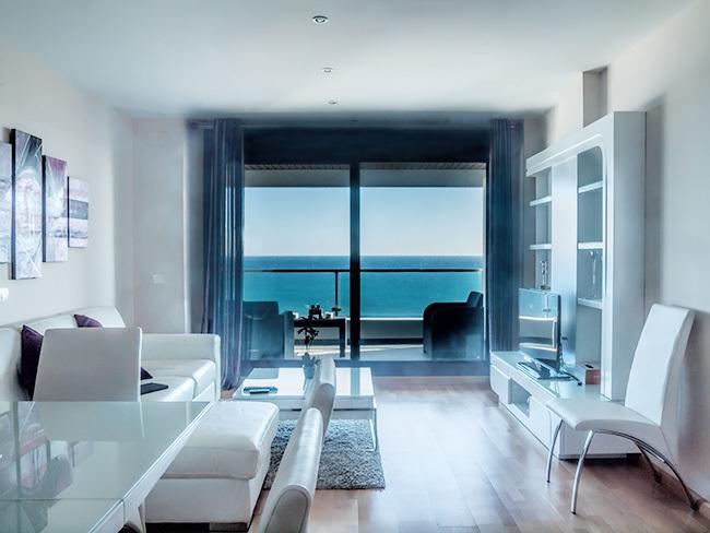 Amplio apartamento frente mar – semesterbostad i Casares