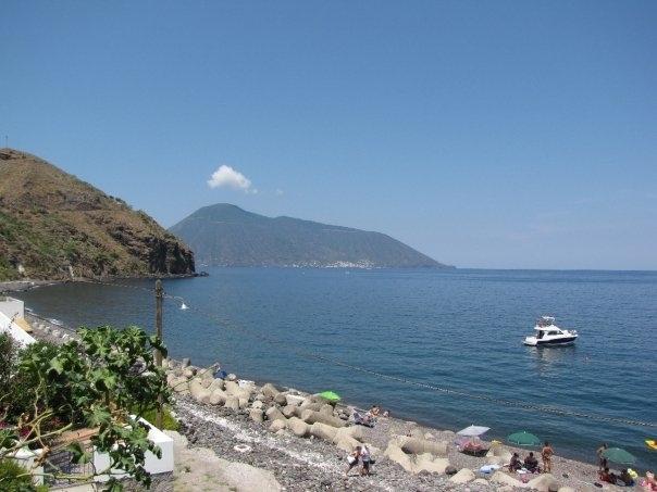 Apt. di Daniela S.-PT-: apt. 8/9 posti con loggiato-spiaggia Acquacalda-Lipari, location de vacances à Quattropani