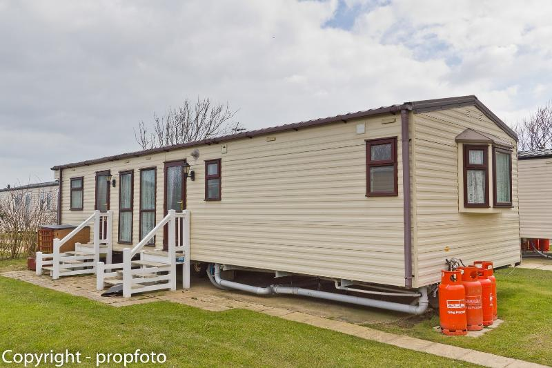 book this caravn for your summer holiday at Hopton On Sea Holiday Park