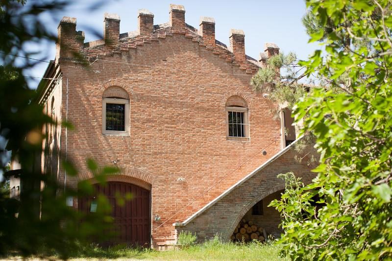 Little castle near Bologna, Italy, holiday rental in Dozza