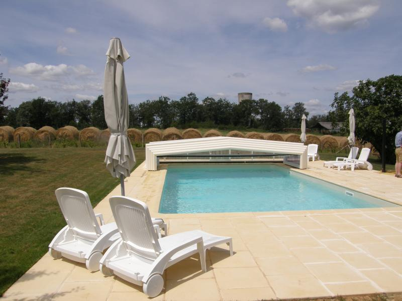 Pool with retractable cover