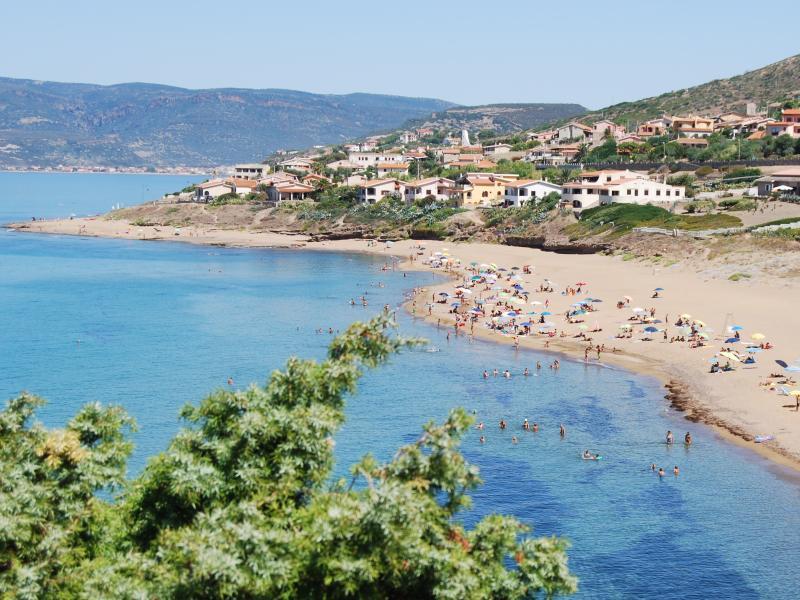 sandy beach of Porto Alabe 100m from the villa