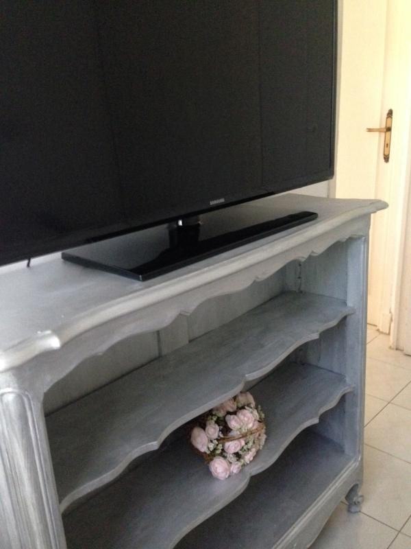 TV flat screen in the blue bedroom