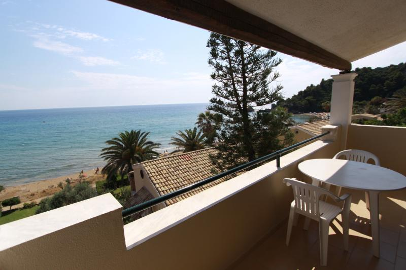 Glyfada beach  2 bedrooms Maisonett, holiday rental in Skripero