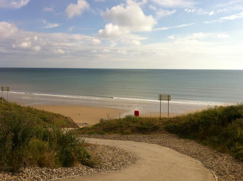 direct access to the beach (10 min stroll from the house)