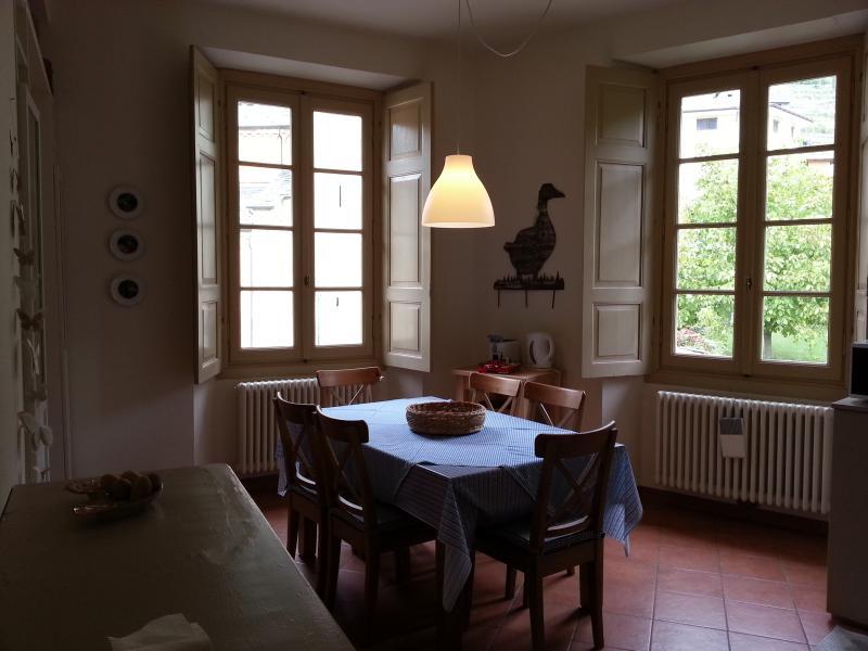La sala da pranzo/cucina affacciata sul brolio