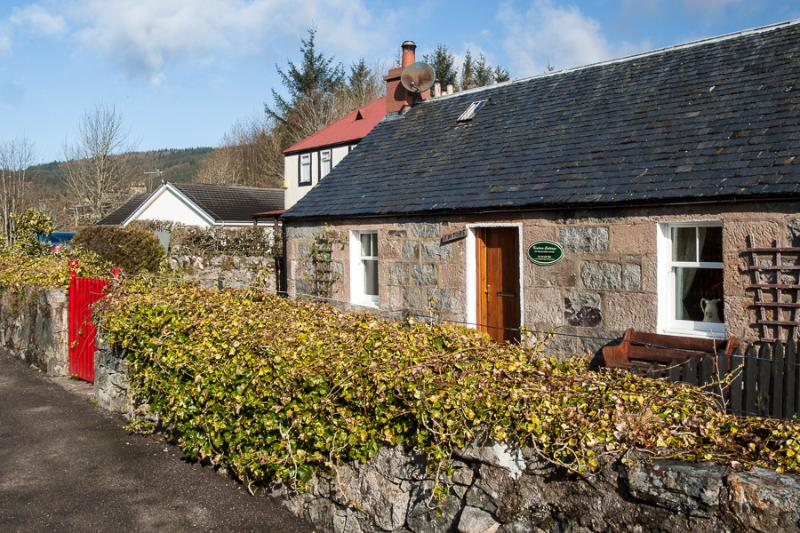 Kintore Cottage, holiday rental in Dores
