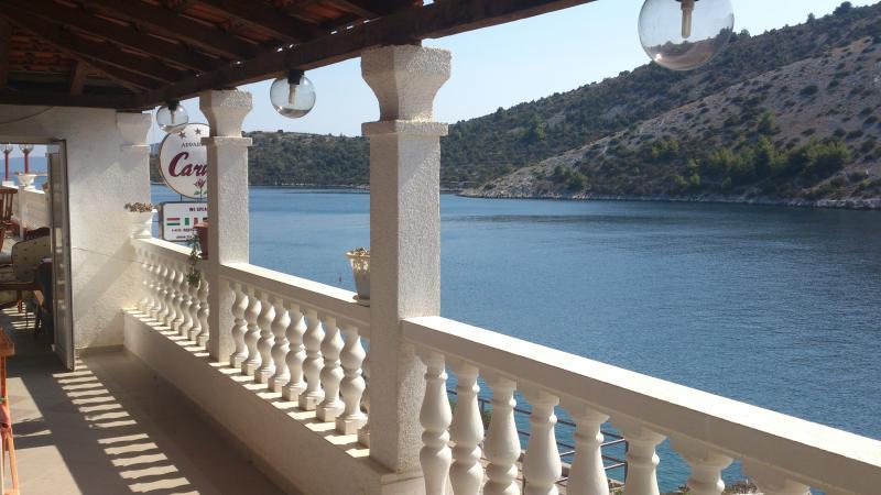 Apartments Carmen, summer rentals in Croatia, in Vinisce Trogir