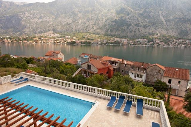 Kotor View - with Spectacular Views (Apartment B4), vacation rental in Radovici