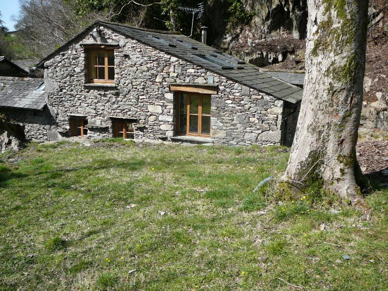 Broughton Bank Cottage, Cartmel in woodland garden, holiday rental in Low Newton
