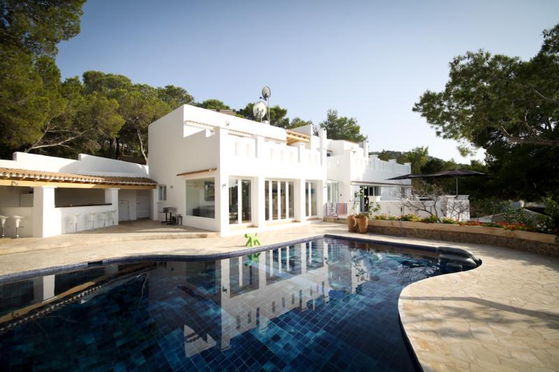 Villa with beautiful pool