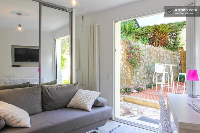 Bright 1 bedroom apartment with private garden in Villefranche-sur-Mer, aluguéis de temporada em Villefranche-sur-Mer