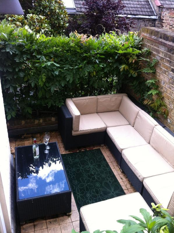 The private outside patio .. great for relaxing outdoors