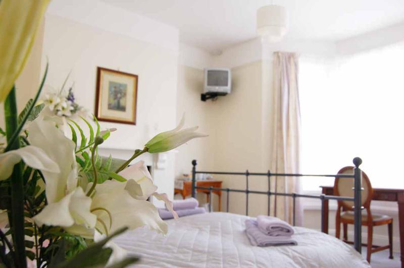 Large double/twin en suite bedroom