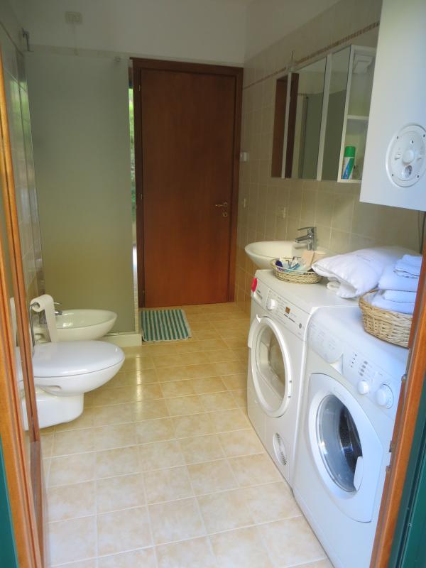 Erdgeschoss-Badezimmer & Wäscheservice