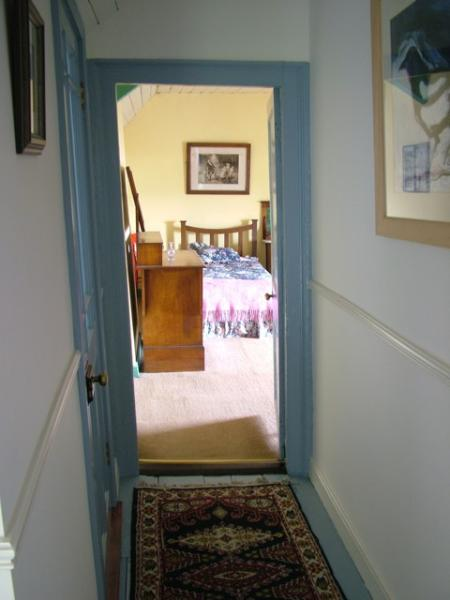 The short corridor outside the twin bedroom.