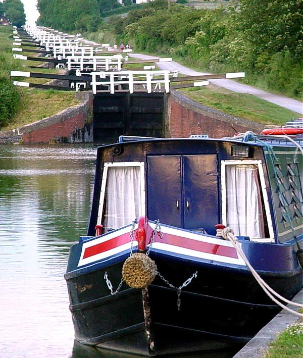 Situated right next to Caen Hill flight of Locks on the Kennet & Avon Canal