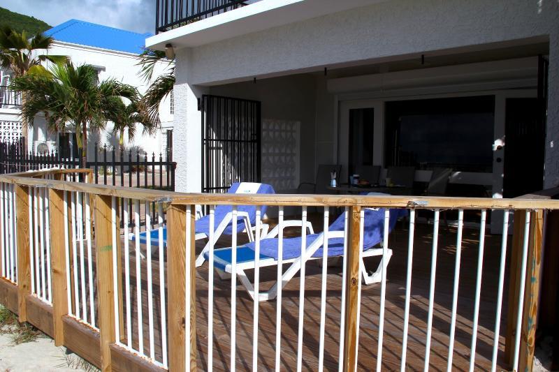 beachfront private lanai