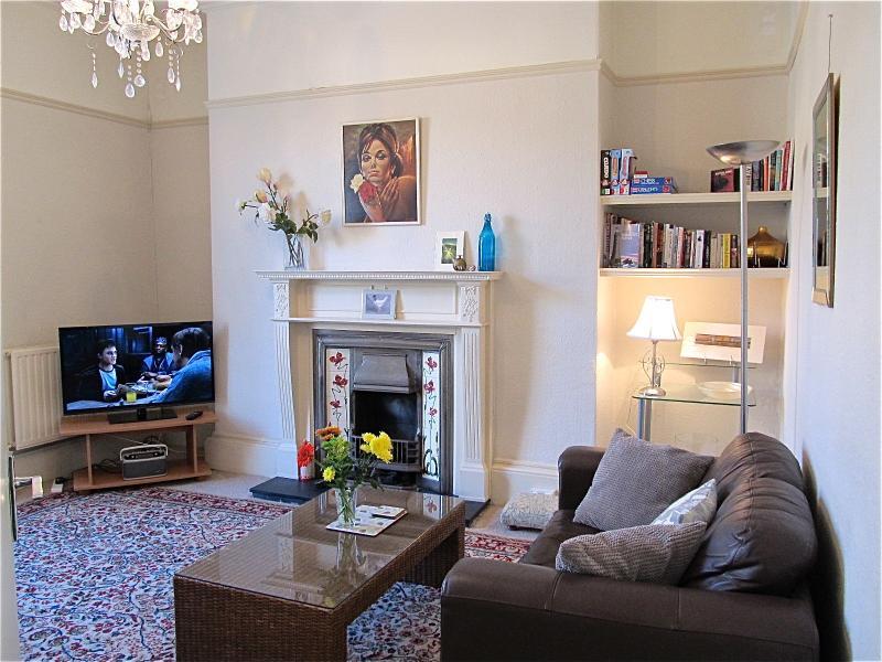 Este es un apartamento amplio y soleado. Planear tus días con mucho gusto. Visitar Devon y Cornwall fácilmente.
