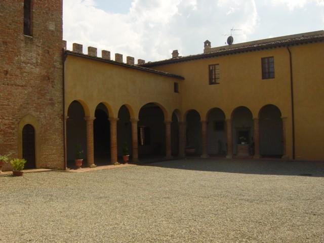 Vista interna della coorte di Palazzo Stiozzi Ridolfi