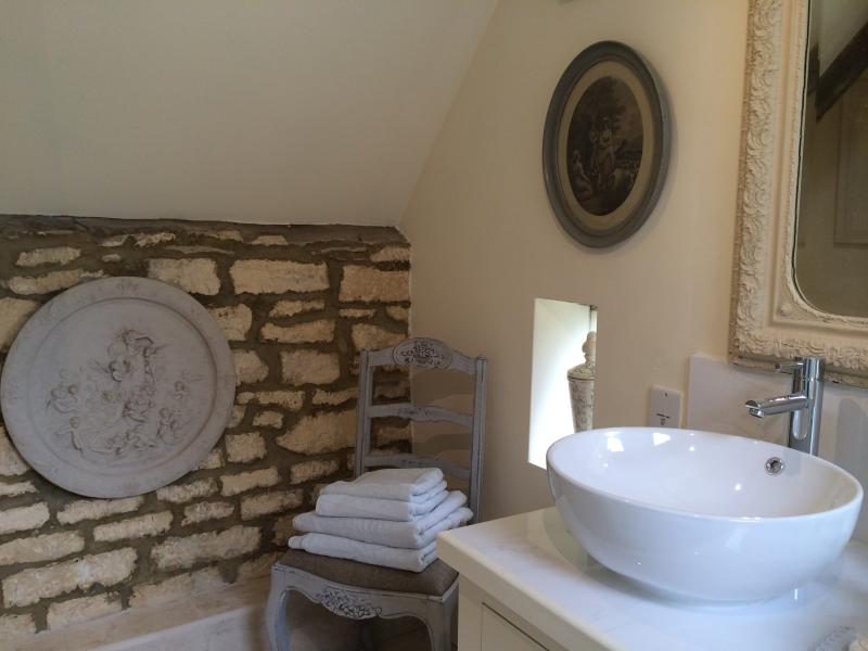 Stunning exposed stone work compliments each room as well as the original 18th century beams.
