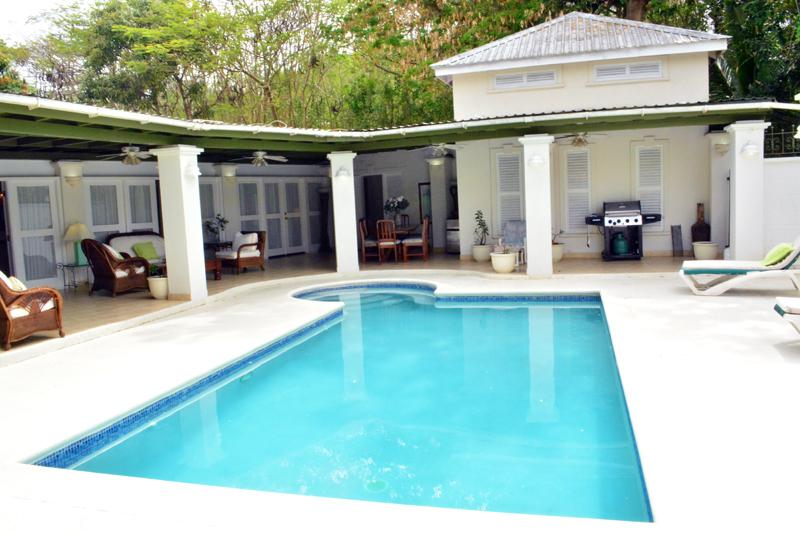 Pool 4ft 8 inches deep with  ideal party area with bar and 1000ft covered shade.