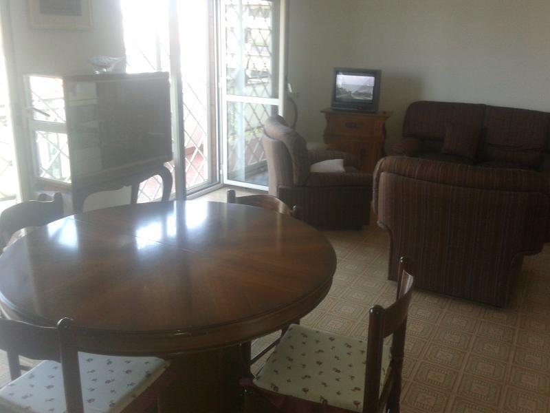 salotto con tv/sitting room