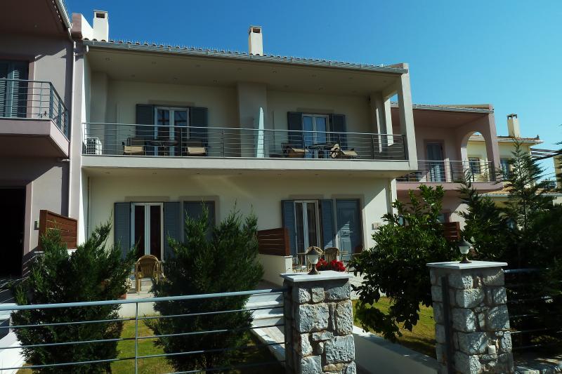 4 epohes, holiday rental in Vathia
