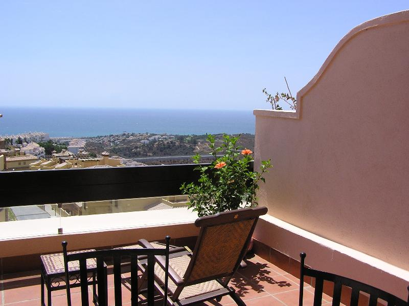 Luxury apartment with stunning Seaviews, vacation rental in Sitio de Calahonda