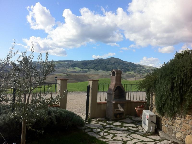 The garden, barbecue and Montecatini val di Cecina