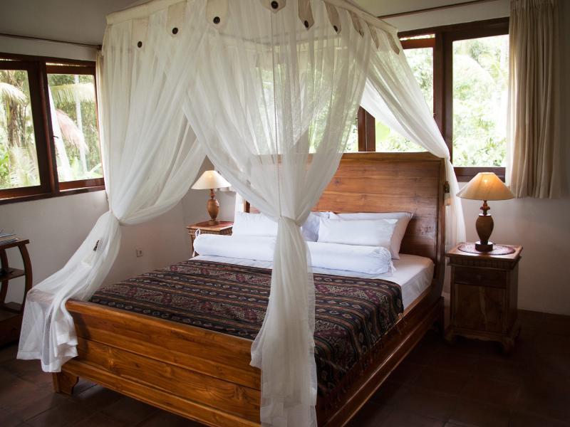 Mezzanine Suite Teak KIngsized Bed