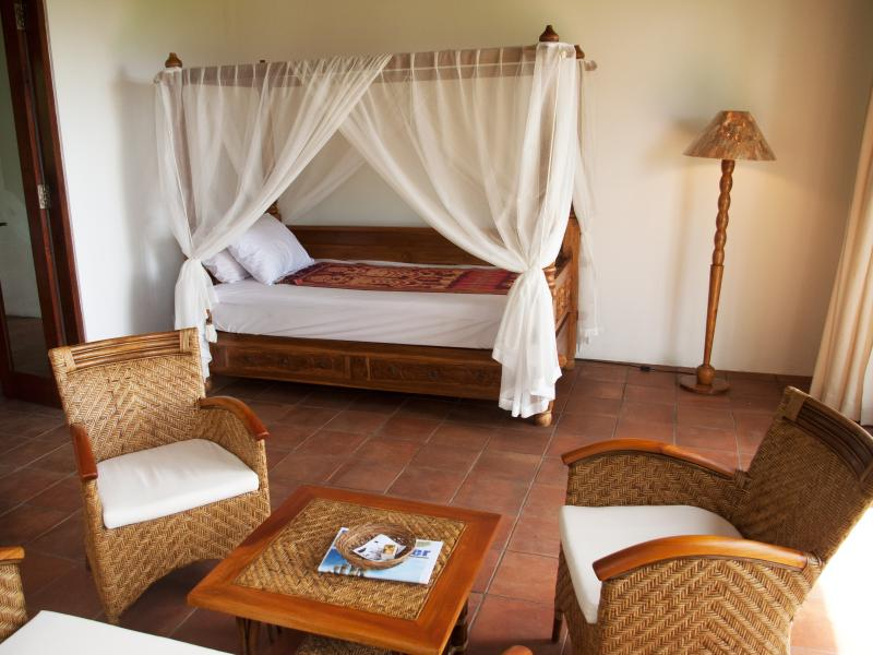 Mezzanine Suite Teak Daybed/ Single Bed