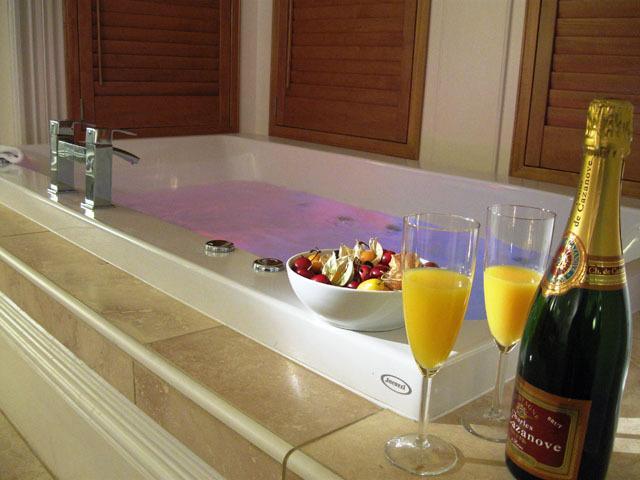 Relax, unwind, indulge in the 6'x4' Jacuzzi whirlpool bath