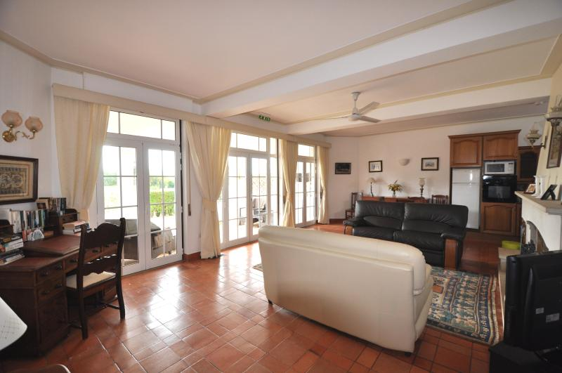 Spacious and airy lounge with ornamental fireplace, comfortable dinning furnitures and sofas.