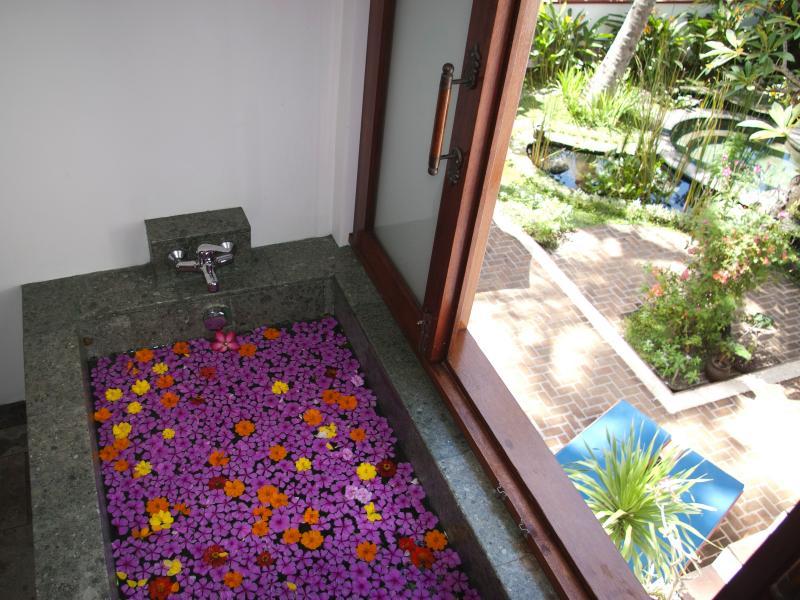 Bath with a view - Mezzanine Suite