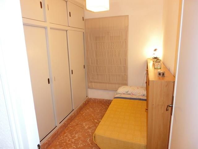 Dormitorio 1 cama individual y armarios